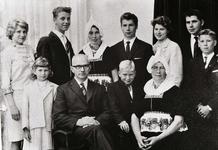 WAT120001055 Gezin. (E547E).Jan Smit (Jan Schimmel), fabr.arbeider, geboren 09-11-1905 te Volendam, overleden op ...