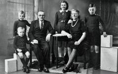 WAT120001067 NO NAME/Fotoverz. 2015 G 4 gezinnen op naam van de man naar het archief 23092012/Snieder. Siem en Alie ...