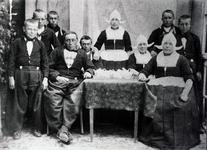 WAT120001072 Gezin. (E519E).Simon Snoek, visser, geboren op 17-11-1852 te Volendam, overleden op 06-10-1930 te Volendam ...