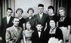 WAT120001240 NO NAME/Fotoverz. 2015 G 4 gezinnen op naam van de man naar het archief 23092012/Veerman. Jaap (v Kaak) x ...