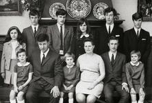 WAT120001285 NO NAME/Fotoverz. 2015 G 4 gezinnen op naam van de man naar het archief 23092012/Visscher. Willem (de ...