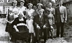 WAT120001288 NO NAME/Fotoverz. 2015 G 4 gezinnen op naam van de man naar het archief 23092012/Vlaanderen. Jan van x ...