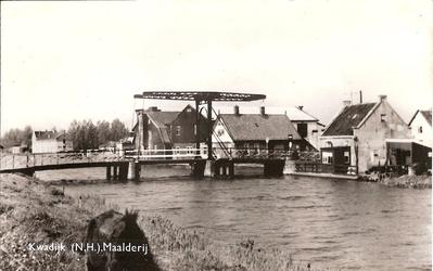 WAT120001349 OQ D0006 - Jaren 60, 20ste eeuw, brug (1922) over Purmerringvaart met op de achtergrond Cooperatie en ...
