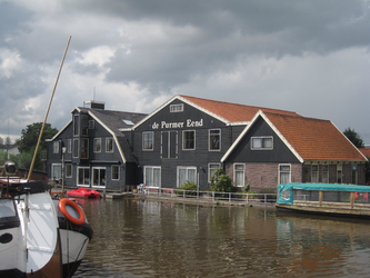 WAT120003291 De Purmer Eend is een ruim hotel, gebouwd in een ruim honderd jaar oude graanmaalderij.Adres: Kwadijk ...
