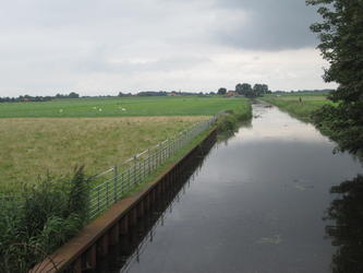 WAT120003498 Weiland links naast de woning aan de Oosterweg nummer M 3.