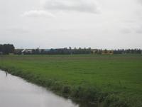 WAT120003629 Weilanden links van de Edammerweg.Rechts achter zien we Waterland Trading B.V. Component 1 (geel ...