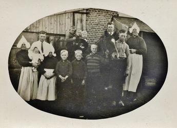 WAT120000755 Gezin (E783E).Jacob Kok (Jaap Schijt), arbeider, geboren op 18-10-1887 te Volendam, overleden op ...