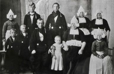 WAT120000931 Jacob Pooyer (Japie Pooyer), eendenhouder, koopman, * 31-07-1878 te Volendam, † 30-08-1938 te Volendam op ...