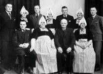 WAT120000945 Gezin. (E429E).Het gezin van 'Wullempie' Runderkamp en Pietje Pelk bij het 40-jarig huwelijksjubileum in ...