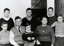WAT120000946 Gezin. (E302E).Willem Nicolaas Runderkamp, geboren 31-10-1921, overleden 02-08-1998 te Volendam 76 jaar ...