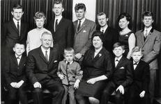 WAT120000950 NO NAME/Fotoverz. 2015 G 4 gezinnen op naam van de man naar het archief 23092012/Schilder. Bruin (Peeuw) ...