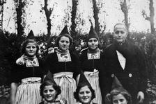 WAT120000963 Gezin. (E483E).Gerrit Schilder (de Knol), fabr. Arb., geboren op 14-03-1907 te Volendam, overleden op ...