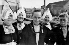 WAT120001044 Gezin. (E292E).Harmen Silven met zijn vrouw twee dochters Neel en Jannetje en zoon Laurens ...