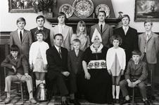 WAT120001056 Gezin. (E471E).Klaas Smit (de Mittes), geboren op 14-04-1917 te Volendam, overleden op 17-12-1986 te ...