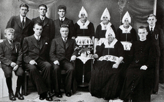 WAT120001075 Gezin. (E568E).Petrus Sombroek (Piet Kas), grofsmid, geboren op 06-12-1888 te Volendam, overleden op ...