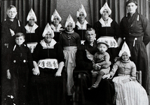 WAT120001168 NO NAME/Fotoverz. 2015 G 4 gezinnen op naam van de man naar het archief 23092012/Tol. Sijmen (vd Knoest) ...