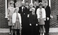WAT120001271 NO NAME/Fotoverz. 2015 G 4 gezinnen op naam van de man naar het archief 23092012/Veerman. Roelie ...