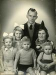 WAT120001272 NO NAME/Fotoverz. 2015 G 4 gezinnen op naam van de man naar het archief 23092012/Veerman. Roelie via ...