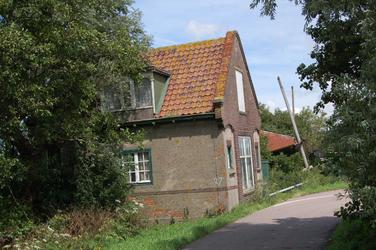 WAT120002620 De sluiswachterswoning van de Zuidoostersluis in de Engewormer.De Zuidoostersluis werd omstreeks 1916 ...