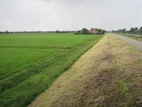 WAT120003316 Rechts zien we de stolpboerderij '' Kalversprong'' aan de Purmerdijk nummer 15.