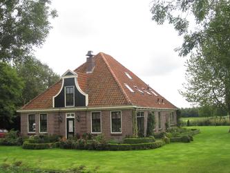 WAT120003345 Woonboerderij aan de Westerweg nummer 64.