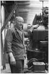 WAT120003698 K. Meijer, de 1e papiersnijder als jubilaris op 26 juni 1952 voor een 40 jarig dienstverband bij ...