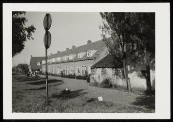 WAT050000337 Burg. Versteeghstraat met op de voorgrond de oude gasfabriek
