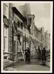 WAT050000361 Blussen van de brand van Noordeinde 7 op 14 juli 1957 om 9.30 u.