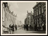 WAT050000363 Blussen van de brand van Noordeinde 7 op 14 juli 1957 om 9.30 u.