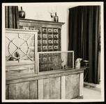 WAT050000371 Interieur van de apotheek Noordeinde 24 voor de sluiting in 1957
