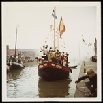 WAT050001247 Aankomst Sinterklaas. Uitzending van de ontvangst (door Mies Bouman) op de Nederlandse en Belgische tv. De ...