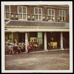 WAT050001248 Aankomst Sinterklaas. Uitzending van de ontvangst (door Mies Bouman) op de Nederlandse en Belgische tv. ...