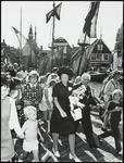 WAT050002009 Bezoek van Prinses Beatrix aan Monnickendam. Wandeling langs de haven