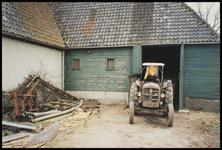 WAT051000291 Stolpboerderij Westerweg 28. tractor.