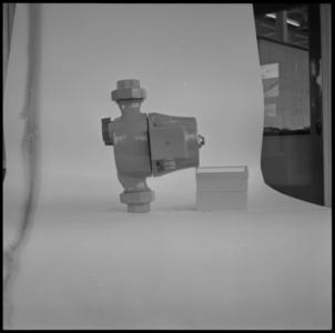 29308 FDSTORK-12332 3 opnamen op één strook, opnames van een babypompje op een tafel., 1950-00-00