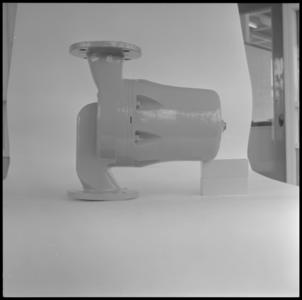 29309 FDSTORK-12333 3 opnamen op één strook, opnames van een babypompje op een tafel., 1950-00-00