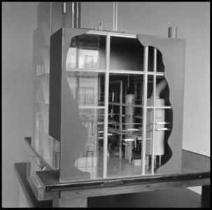 29318 FDSTORK-12341 3 opnamen op één strook, opnames van een maquette van een grote fabriek, mogelijk een ...