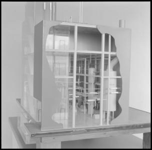 29319 FDSTORK-12342 3 opnamen op één strook, opnames van een maquette van een grote fabriek, mogelijk een ...