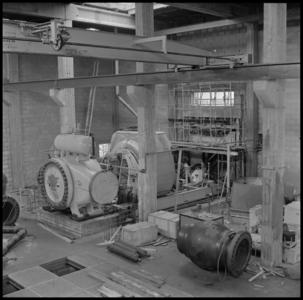 29706 FDSTORK-12344 3 opnamen op één strook, opnames van een in aabouw zijnd bedrijfsgebouw. Kijkje in een ruimte met ...