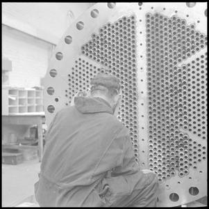 29715 FDSTORK-12352 3 opnamen op één strook, opnames van een machine (waarschijnlijk een ketel) met een onbekende man., ...