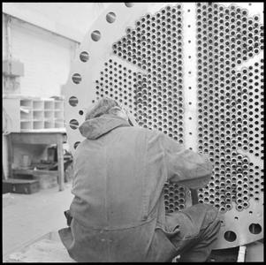 29716 FDSTORK-12353 3 opnamen op één strook, opnames van een machine (waarschijnlijk een ketel) met een onbekende man., ...