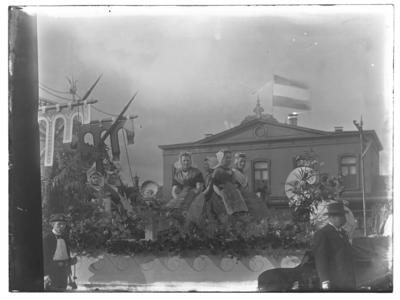 9850 FDSTORK-5433 Diversen. Feestwagen van depersoneelsvereniging Stork tijdens Koninginnefeest 1938, 1898-08-31