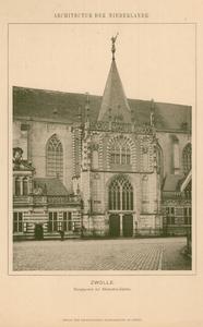 16 -10 Foto van het hoofdportaal van de Grote- of St. Michaëlskerk in Zwolle, 1900