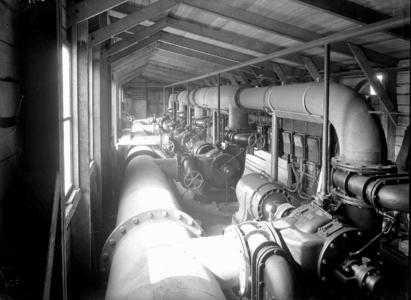 13038 FDHEEMAF030972 Machinekamer schutsluis Julianakanaal Maasbracht met vijf SKA pompmotoren van het type NK 83-4 (60 ...