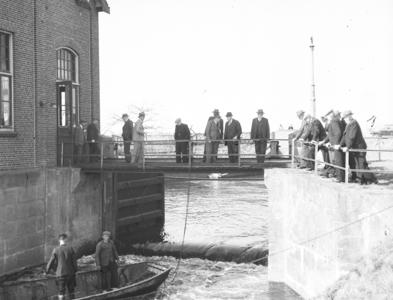 24490 FDHEEMAFA 247 Groepsfoto bij onbekend gemaal, 1949-06-01