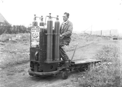 25292 FDHEEMAF4208004 Lister benzinetruck omgebouwd voor het gebruik van persgas, 1942-08-01