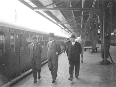 25944 FDHEEMAFF 284 Eerste officiële proefrit met de Directie van de Nederlandse Spoorwegen van het nieuwe type ...