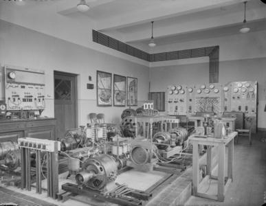 45 Opname in het electro-technisch laboratorium van de Hogere Textielschool Enschede., 1936-05-04