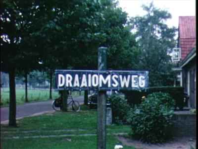 10195 BB02238 Dorpsfilm met diverse fragmenten over het leven in Diepenveen in het begin van de jaren '70. O.m. aanleg ...