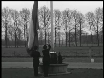 10319 BB00443 Een film rondom het bezoek van de minister van defensie Ir. S.H. Visser aan Holland Signaal, met beelden ...